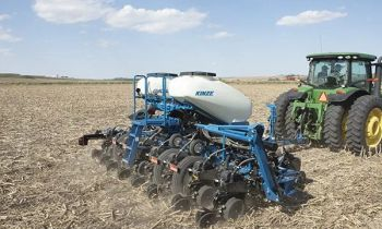 CroppedImage350210-Kinze-3505Planter-2020.jpg